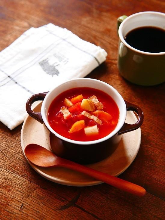 たっぷり野菜とベーコンのトマトスープ