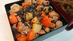 味わい深い✨鶏ももと根菜とひじきの煮物