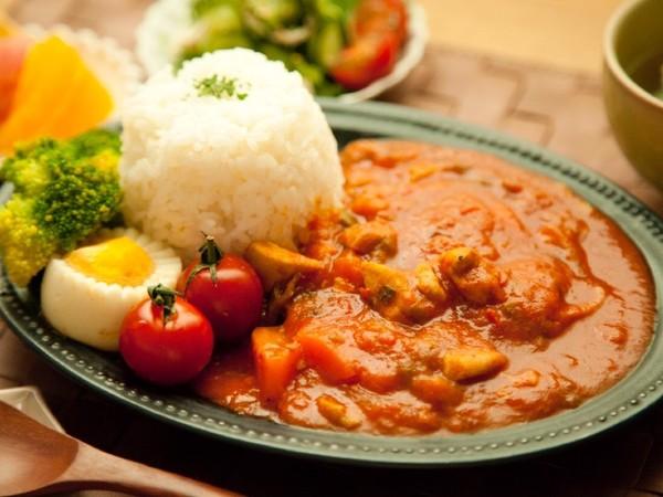 夏野菜と鶏肉たっぷり⁂簡単トマトカレー