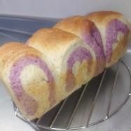 全粒粉の紫芋マーブルパン