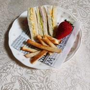 サンドイッチとパンの耳のラスク