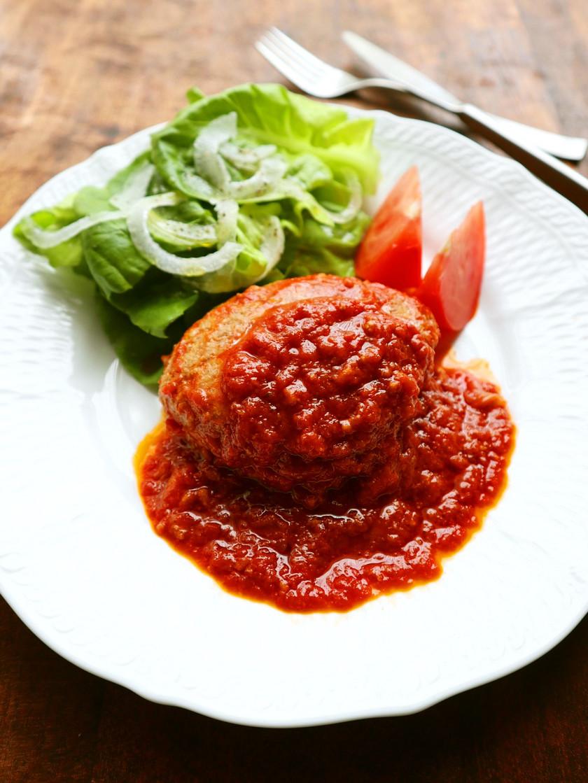 新玉ねぎでふわふわ♡トマト煮込ハンバーグ