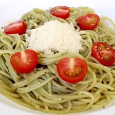バジルソースとトマトのパスタ