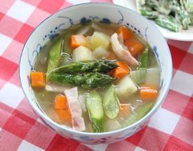 アスパラガスの具だくさんスープ