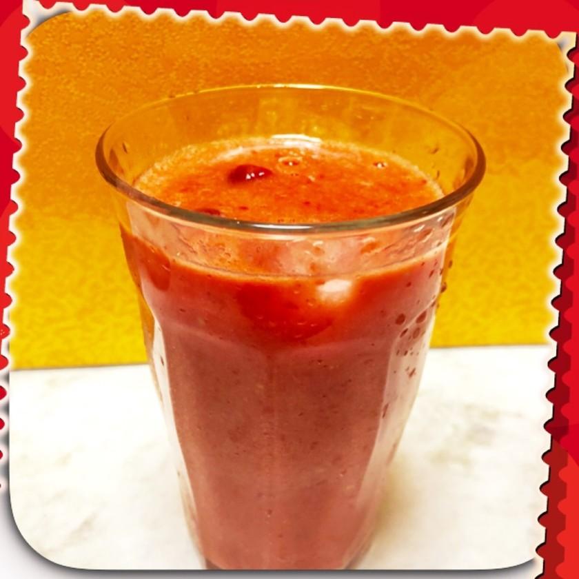 真っ赤なトマトに甘酒ジュース