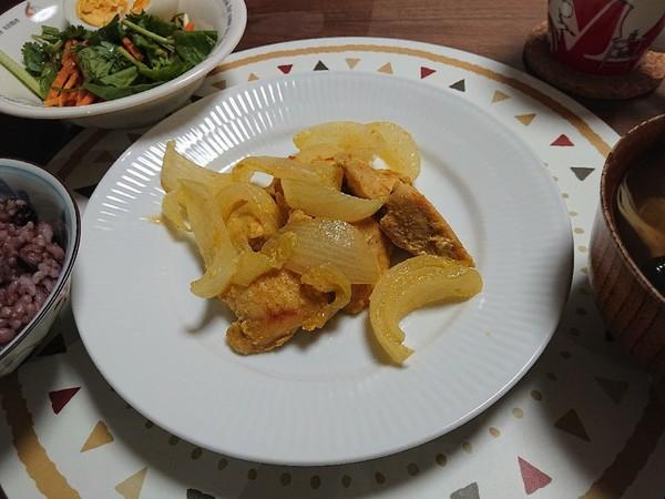 簡単☆柔らか鶏胸と甘い新玉葱の塩麹カレー