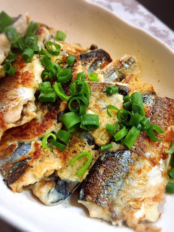 残ったフライ粉で秋刀魚のしょうが焼き