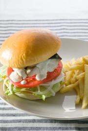 鯖バーガーのクリームソースかけの写真