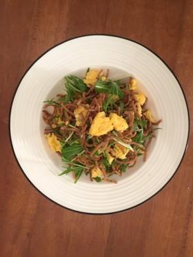 揚げパスタと水菜のシンプルサラダ