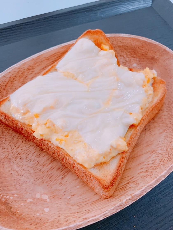 レンジで時短!鮭フレークと卵トースト