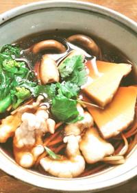 筍、茸、水晶豚の温かい蕎麦