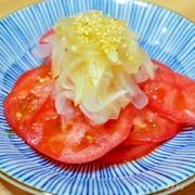 トマトと新玉ねぎの簡単サラダの写真