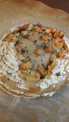 低温発酵de黒ゴマとチーズのカンパーニュ