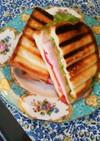 朝食にル・クルーゼでホットサンド