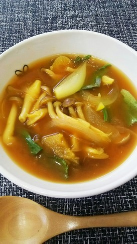 きのことレタスの和風カレースープ。