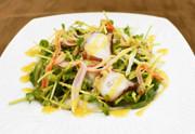 タコ・カニカマ・豆苗のからし酢みそサラダの写真
