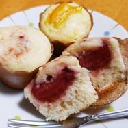 白いカップケーキ。苺と甘夏version