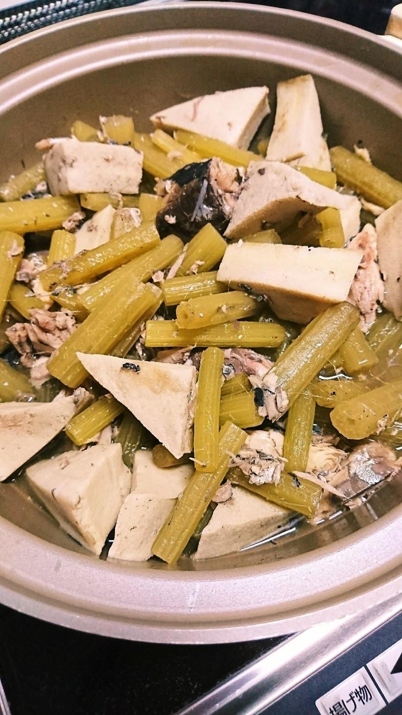 フキと高野豆腐のサバ缶煮込み