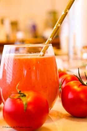 トマトの栄養を効率よく摂取するスムージー