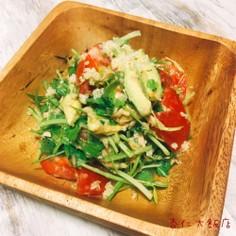 トマトとセロリの葉のキヌアサラダ