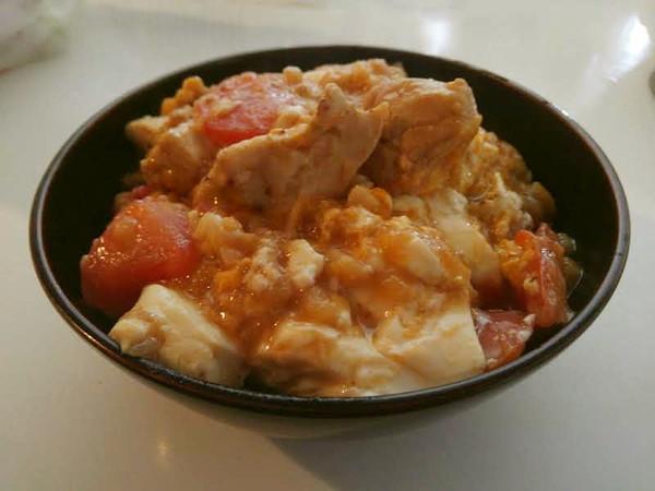 トマトと豆腐入り親子丼