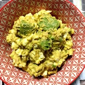 ゆで卵と色々サラダカレー風味