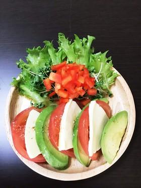 トマトとモッツァレラチーズの激ウマサラダ