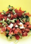 トマトとさけるチーズの角切りサラダ