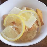 レモンバターのポテトチップスの写真