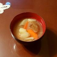 ジャガイモとニンジンの味噌汁