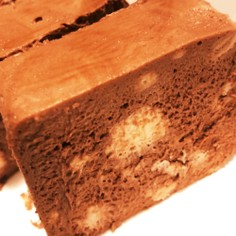 材料2つのチョコのムース