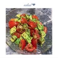 簡単副食!トマトとアボカドのバジルサラダ
