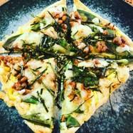 納豆とアボカドの油揚げピザ