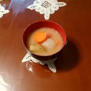 ジャガイモと玉葱と人参の味噌汁