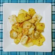 ジャガイモとシーフードのレモン風味炒め☆の写真
