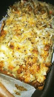 定番の納豆&しらすチーズトーストの写真