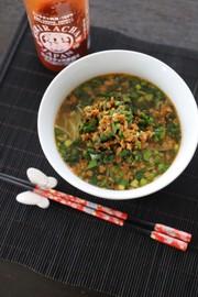 スリラチャの簡タンタン麺の写真