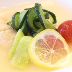 夏野菜と鶏ささみの冷製スープ