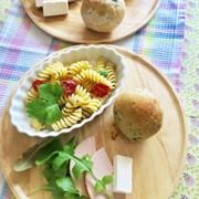 インゲンとショートパスタのサラダの写真