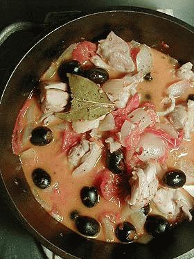 キッチン・ダッチャーへの道 ~チキン&黒オリーブの完熟トマト煮込み~