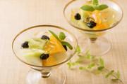 しぼり豆とフルーツのキラキラゼリー添えの写真