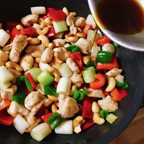 鶏肉とカシューナッツの炒めもの