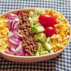 夏野菜!ズッキーニでサラダそぼろごはん