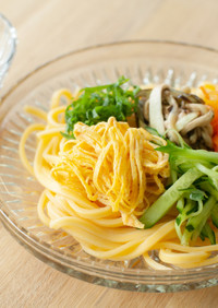 五色の彩り冷麺