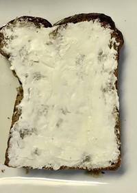 冷凍パンにクリームチーズを!