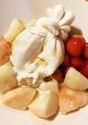 ブッラータと桃のデザートサラダ