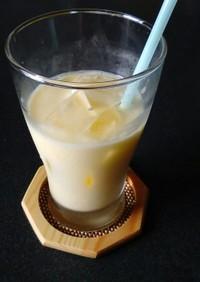 マンゴーと牛乳のジュース