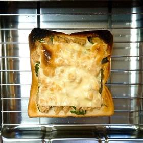 明日葉ツナマヨチーズトースト