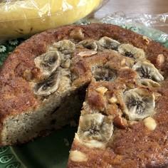 計量カップとスプーンで、簡単バナナケーキ