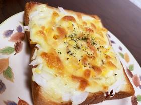 ピザ風味 タマゴとタマネギのチーズパン